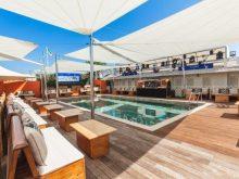 Il design essenziale di Kheope di KE per il Twiga Beach Club di Marina di Pietrasanta